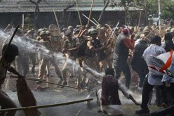 India police, land reform protesters clash
