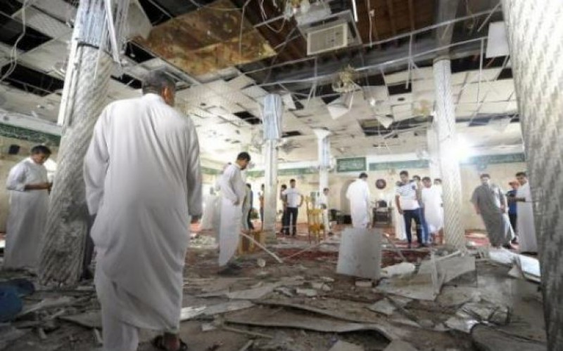 Isis suicide bomber kills 20 at Shia mosque in Saudi Arabia