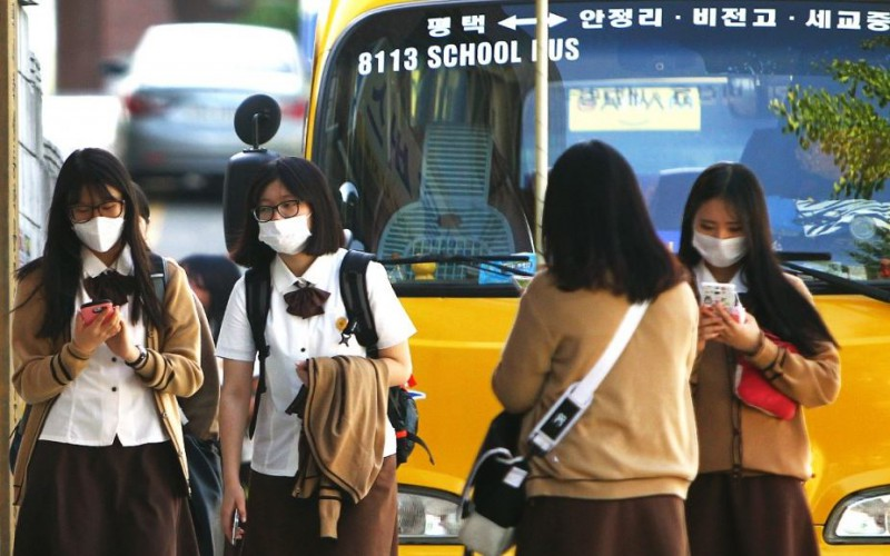 Mers: South Korea closes 700 schools after third death