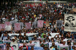 Tens of thousands of demonstrators in Mexico have marked the first anniversary of the disappearance of 43 college students