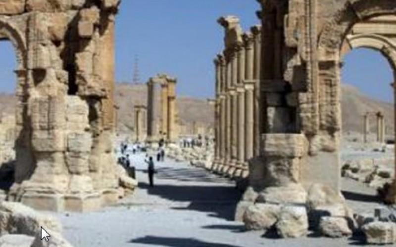 Syria: Palmyra arch 'destroyed' by Daesh