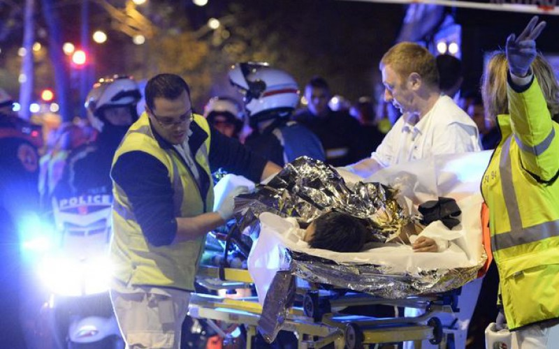 France: unprecedented war scenes in Paris: at least 120 dead and 200 injured