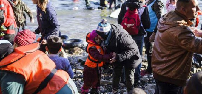 Refugees and migrants braving seas to flee to Europe in 2015 top one million (UN)