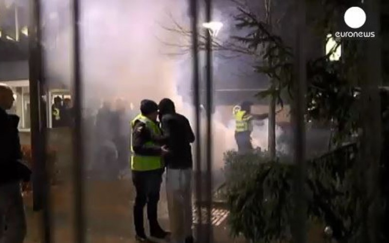 Dutch riot over plans for a refugee centre- video