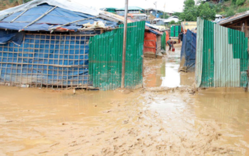 Rohingya refugees: dozens of shelters destroyed by floods, (UN)