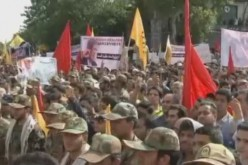 Tehran : massive funeral for 270 soldiers martyred in Iran-Iraq war