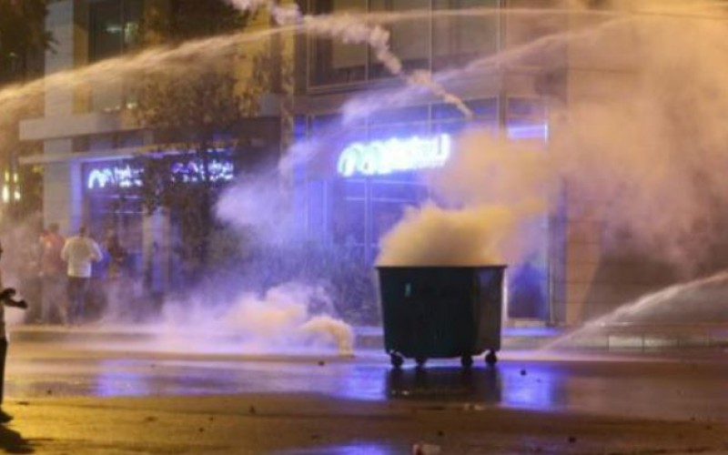 Beirut protesters clash with police at demonstration over uncollected rubbish