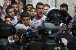 East Jerusalem: Israeli police entered the Al-Aqsa mosque, and caused damage (witnesses)