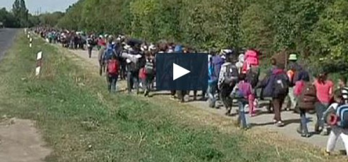 Thousands of migrants pour into Austria- video