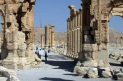 Syria: Palmyra arch 'destroyed' by Daesh