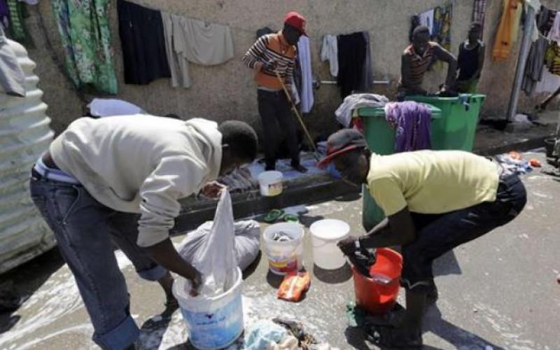 Algeria camp fire kills 18 African migrants