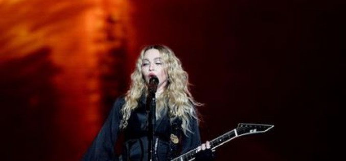 Video: Madonna pays tribute to the victims of the attacks in Paris
