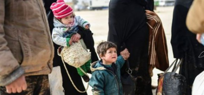 Syria: thousands of families waiting in the cold to go to Turkey