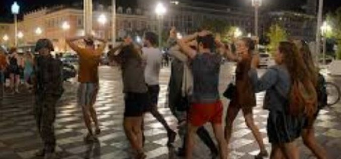 France: Nice, a truck crashed into a crowd of people, at least 84 dead